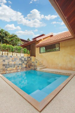 Small backyard plunge pool