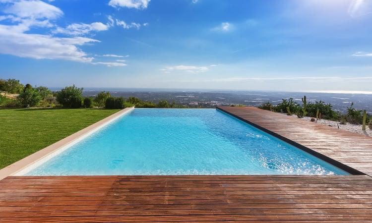 Infinity edge swimming pool with beautiful view